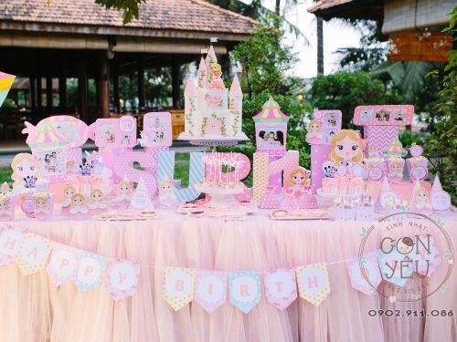 Bàn trang trí sinh nhật bé Suri màu hồng
