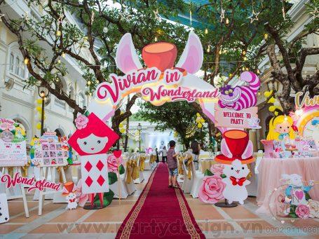 Trang trí thôi nôi Alice in Wonderland - Vivian