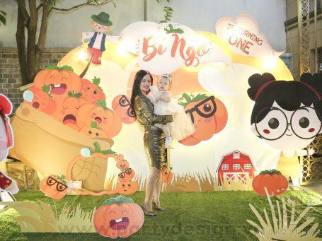 Trang trí sinh nhật bé gái Bí Ngô