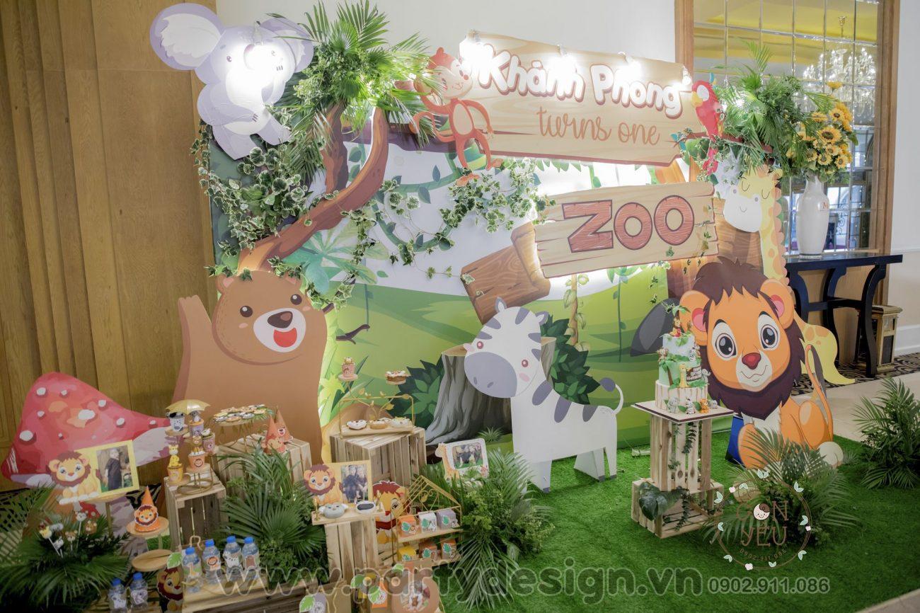 Trang trí sinh nhật bé trai Khánh Phong chủ đề rừng xanh safari