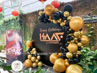 Trang trí sinh nhật ca sĩ Isaac (nhóm 365)