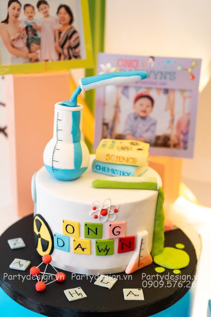 Bánh kem sinh nhật/thôi nôi chủ đề Science/Khoa học bé Darwyn