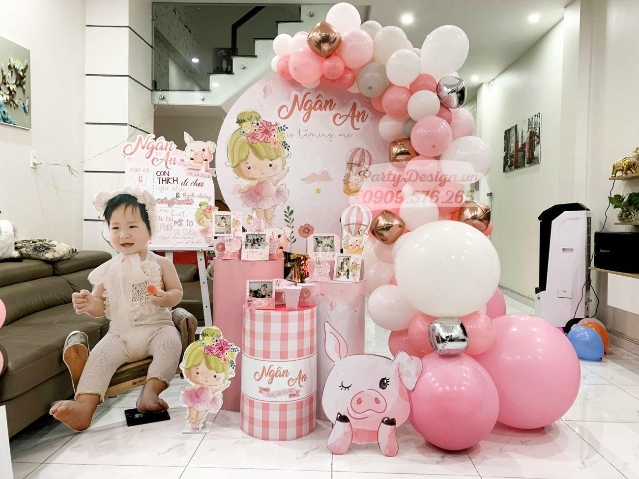 Trang trí sinh nhật màu hồng cho bé gái Ngân An