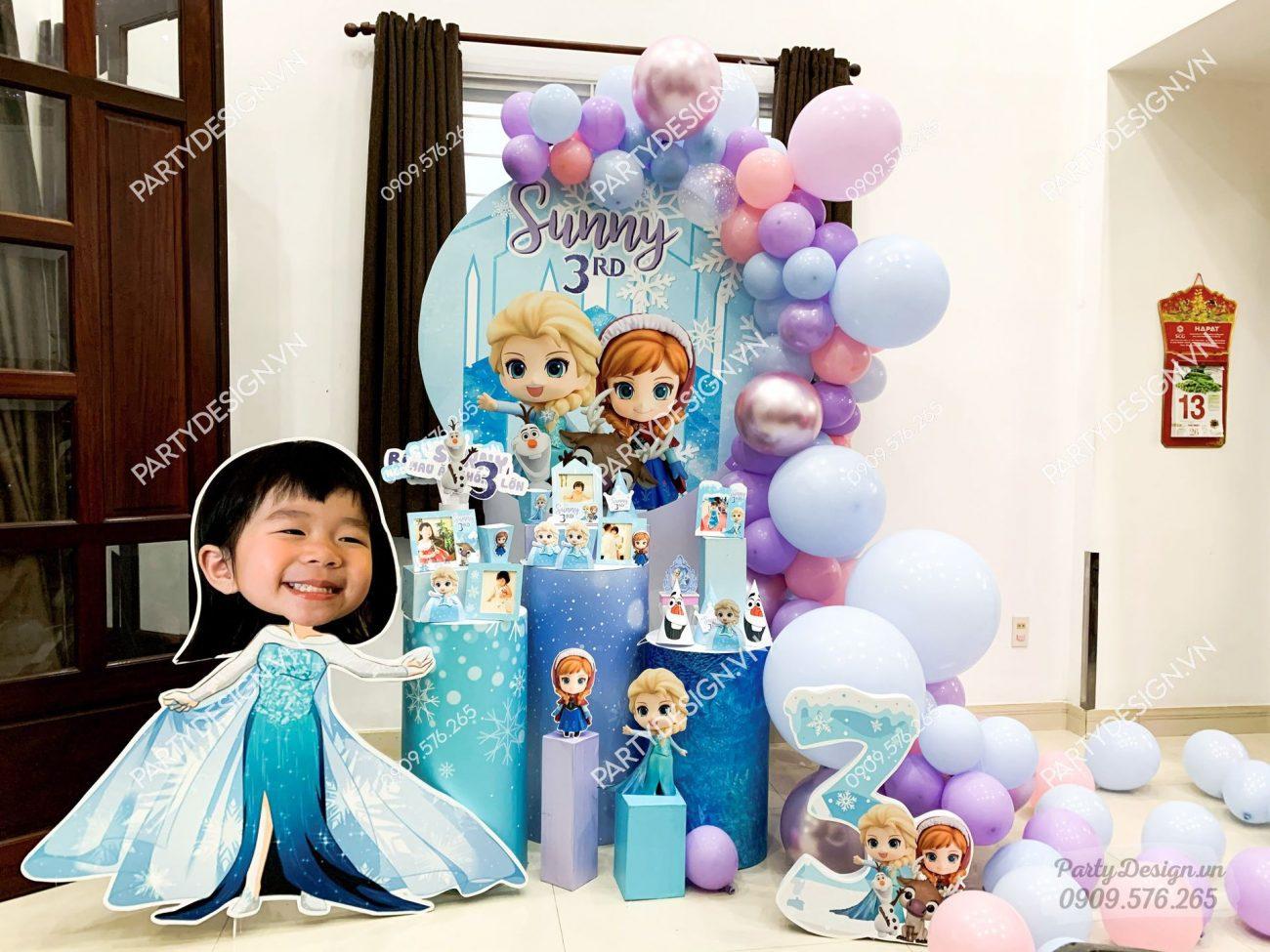 Trang trí sinh nhật tại nhà cho bé gái chủ đề Elsa