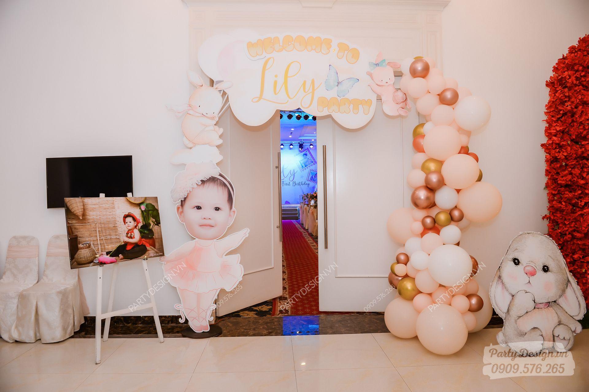 Cổng trang trí sinh nhật chủ đề Công Chúa - bé Lily