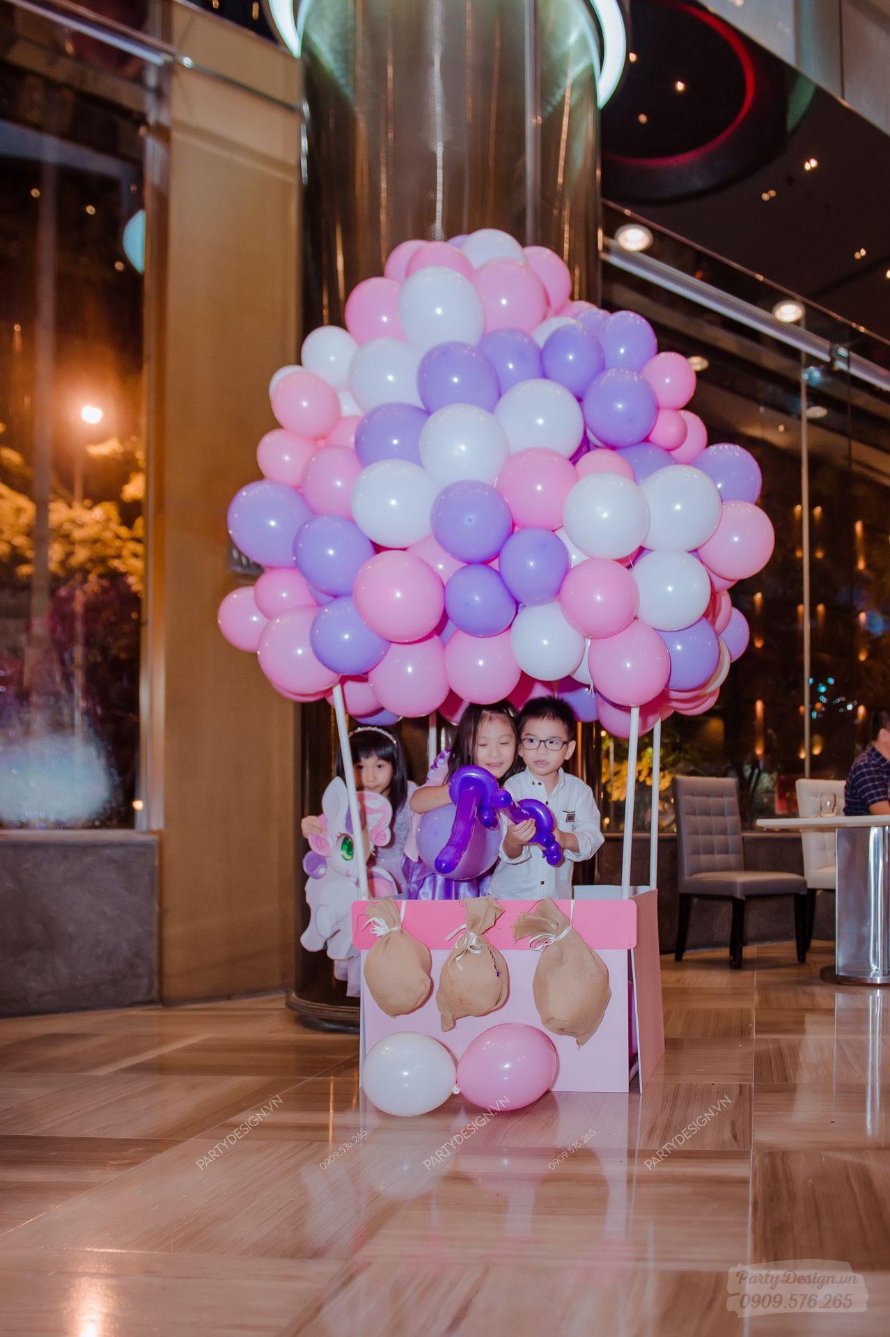 Khinh khí cầu bong bóng trang trí sinh nhật chủ đề Unicorn - bé Kathy