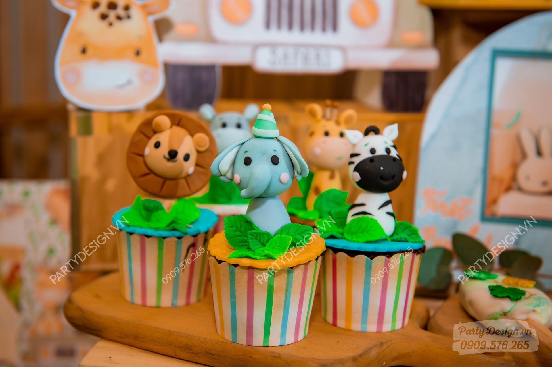 Bánh Cupcake trang trí sinh nhật chủ đề Safari Rừng Xanh - bé Beckham