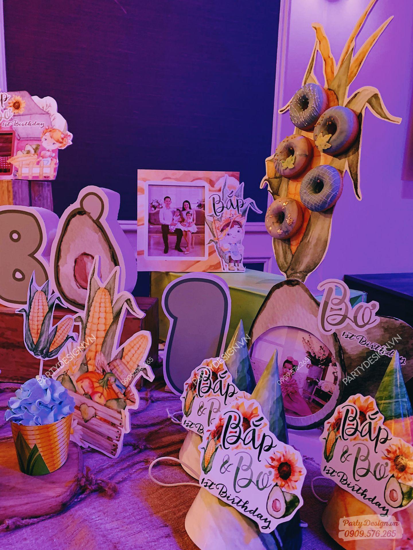 Phụ kiện trang trí sinh nhật Bắp và Bơ sinh đôi