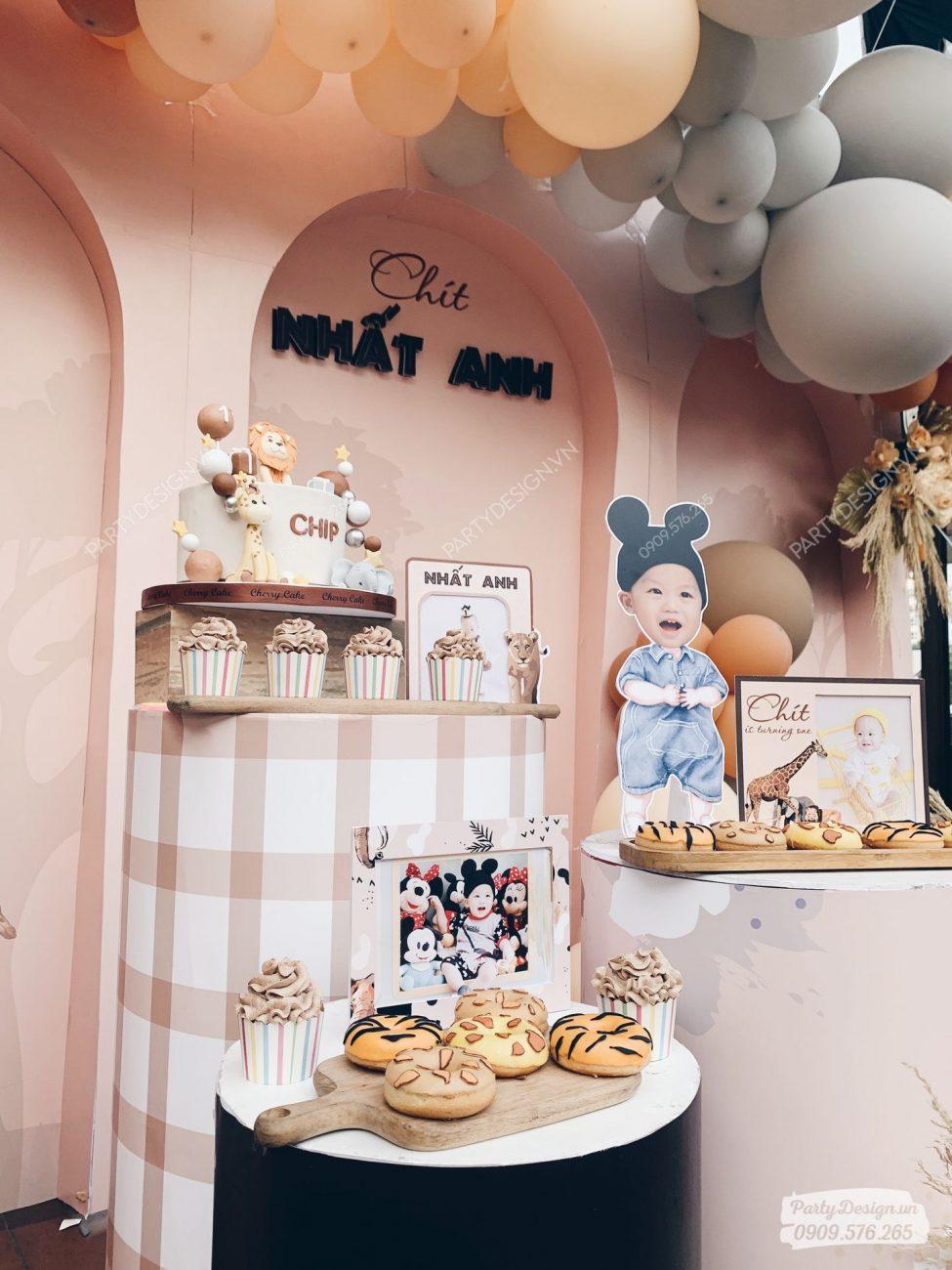 Bánh kem & bục trang trí sinh nhật chủ đề Safari