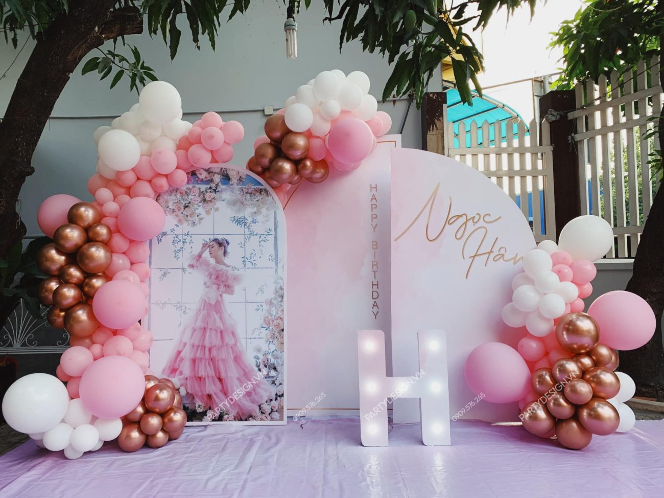 Trang trí sinh nhật người lớn, phụ nữ, tone màu hồng.
